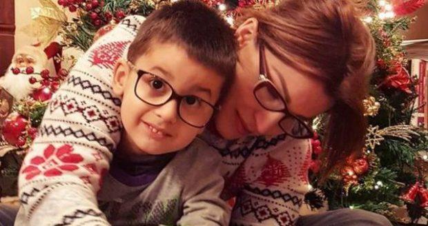 """""""MAMI HAJDE SE KE NJË DHURATË""""/ Djali i bën Fiori Dardhës surprizën më të bukur (FOTO)"""