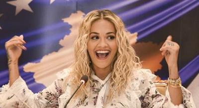 FESTA E KRISHTLINDJEVE/ Rita Ora bën namin me valle shqiptare (VIDEO)