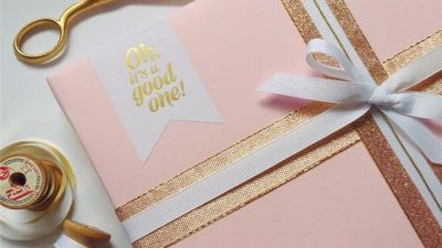 ERDHËN FESTAT/ Ja disa ide të bukura për të bërë paketime unike dhuratash