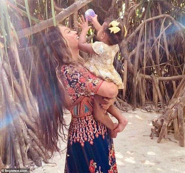 """E BËRI """"ZEMRËN GUR""""/ Beyonce publikon fotot e rralla të binjakëve 18 muajsh"""
