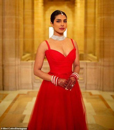 """NË PRITJEN E DASMËS/ Aktorja indiane ka shkëlqyer e veshur me """"Dior"""""""