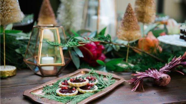 FESTAT E FUNDVITIT/ Kështu mund të shtroni një tavolinë të bukur për Krishtlindje
