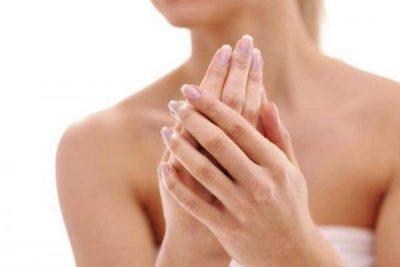 GJATË STINËS SË DIMRIT/ Ja disa këshilla si të kujdeseni për duart tuaja
