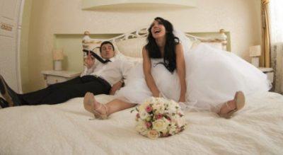 SEKS I ÇMENDUR? Çiftet rrëfejnë çfarë ndodh realisht natën e parë të martesës