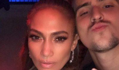 """""""ËSHTË E ZHURMSHME""""/ Këngëtari shqiptar takohet me yllin e muzikës pop Jennifer Lopez (FOTO)"""