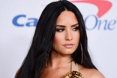 SHKRUANIN JETËN E SAJ MBASI KALOI NË MBIDOZË/ Revoltohet Demi Lovato: Jeni të sëmurë…(FOTO)