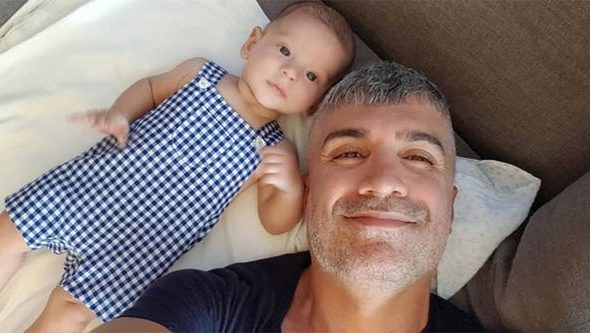 ËSHTË VETËM 9 MUAJ/ Aktori turk ka planifikuar që tani të ardhmen e djalit