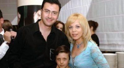 NUK E PRISNIM/ Djali i Pirro Çakos dhe Inva Mulës bën dedikimin prekës për gjyshin e ndjerë (FOTO)