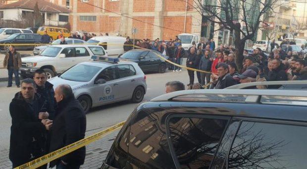 NGJARJA TRONDITËSE NË KOSOV/ Reperi shqiptar reagon për vrasjen e policit (FOTO)