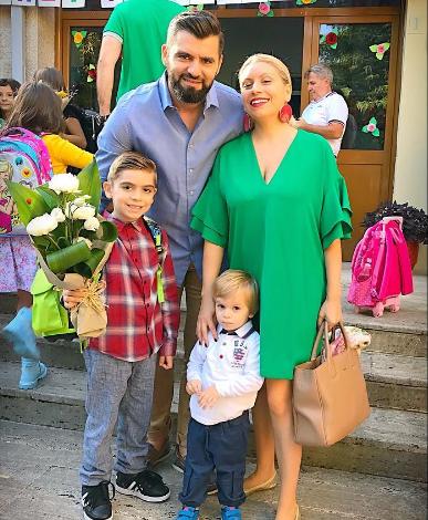 Momentet e gëzueshme pranë familjes/ Moderatorja shqiptare zbulon surprizën që e pret në shtëpi (FOTO)