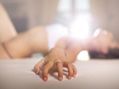 NËSE JU PËLQEN TË PËRDORNI GJUHËN/ Ja pozicionet e zjarrta në seks (FOTO)
