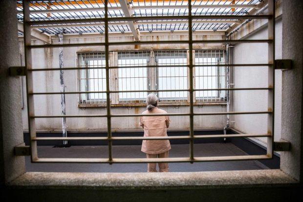 """""""UNË KAM VRARË""""/ Libri që nxorri sekretet e burgut të grave (FOTO)"""