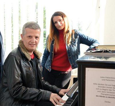 """""""NJË SUPER YLL""""/ Njihuni me vajzën bukuroshe të Shpëtim Saraçit e Mira Konçit (FOTO)"""