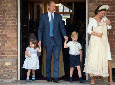 WILLIAM DHE KATE PUBLIKOJNË KARTOLINËN E FESTAVE/ Shihni sa është rritur Princi Louis (FOTO)