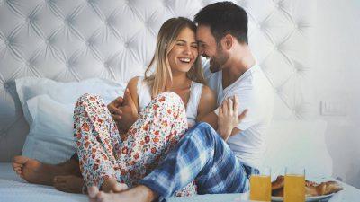 KA EDHE KËSHTU/ Nëse je e turpshme gjatë seksit, fajet i ka partneri