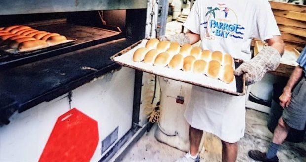 RRËFIMI MOTIVUES/ Ky është ministri kosovar që ka punuar në furrën e bukës (FOTO)