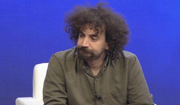 MODERATORJA E PYET PSE NUK DEL NË INTERVISTA/ Albano Bogdo: S'më do tr*pi