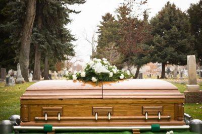 PAS FUNERALIT/ Gruaja e vdekur kthehet në shtëpi, ishte ngatërruar me…