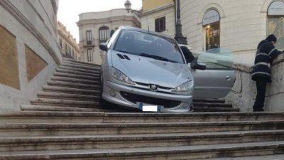 ISHTE I DEHUR/ 27 vjeçari në Romë i zbriti shkallët me… makinë