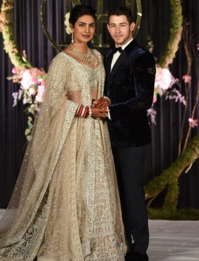 """""""DITËT E MJALTIT""""/ Priyanka dhe Nick """"arratisen"""" pas dasmës (FOTO)"""