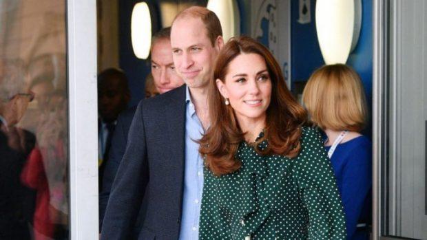 E BUKUR DHE MAHNITËSE/ Kate Middleton shkëlqen me fustanin e gjelbër (FOTO)