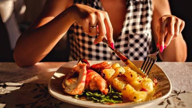 STOP/ Këto 5 gjëra nuk duhet t'i bëni kurrë pas të ngrënit