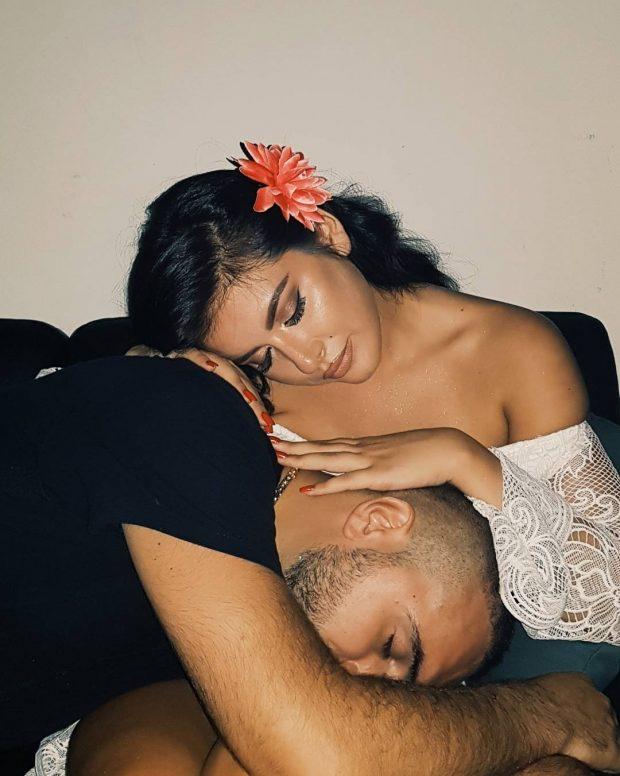 """""""MOS MERR POZA""""/ Elita Rudi i bën zbor Gjikos me nazet e shtatzënisë (FOTO)"""