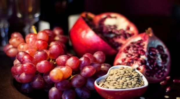PËR BOLLËK/ Shëndet dhe para shtroni këto 9 ushqime në tryezën e Vitit të Ri