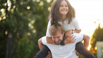 STILET E NXEHTA/ 5 pozicione që do t'iu bëjnë të bini në dashuri me SEKSIN NË VASKË (FOTO)