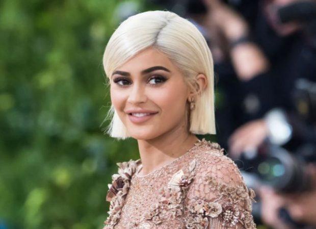 PËR PAK KOHË BËHET MILIARDERE/ Kylie Jenner i afrohet pasurisë së Jay Z