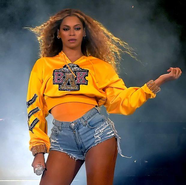 """""""FANSAT U SHOKUAN""""/ Beyonce publikoi dy albume ndërsa të gjithë flinin (FOTO)"""