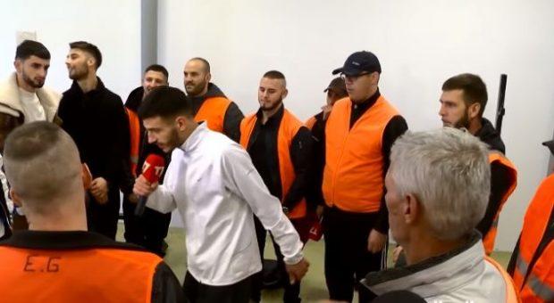 """""""FREESTYLE"""" NË BURG/ Reperi shqiptar sjell atmosferë te të burgosurit (VIDEO)"""