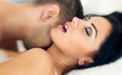 DRAGOI NË KËMBË/ Shihni pozicionin ideal për seks të mrekullueshëm