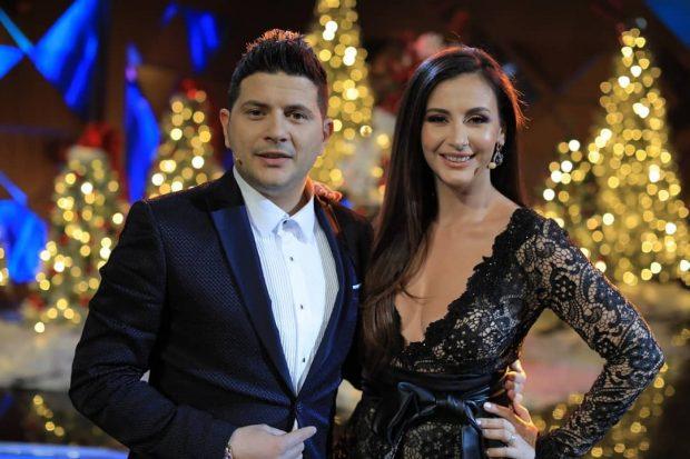 """NGA SIA ME BISHTALECA TEK JOELI/ Ermali dhe Ami publikojn videon  """"e ëmbël"""" për festat"""