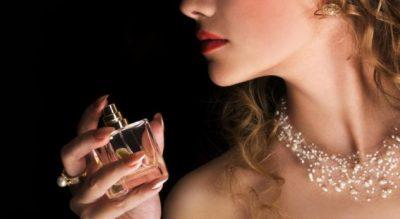 """VËMENDJE/ Këto janë gabimet e """"pafalshme"""" që bëjmë kur zgjedhin parfumin"""