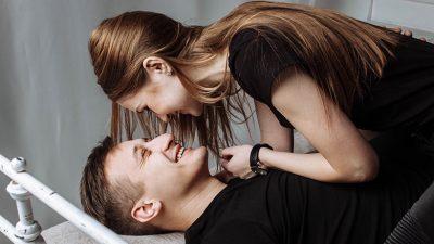 NUK ËSHTË AS GJOKSE DHE AS VITHET/  Ja ku e shikojnë meshkujt partneren gjatë seksit