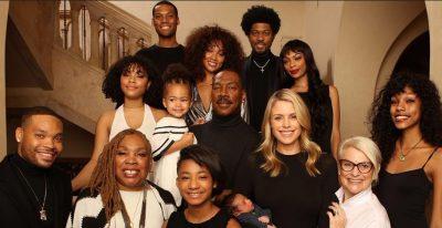 FOTO E RRALLË/ Aktori i njohur pozon me 10-të fëmijët e tij
