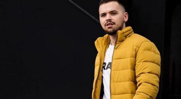 """DO T'A ADHURONI/ Ylli Limani sjell në versionin e tij baladën """"Plas"""" nga Flori Mumajesi (VIDEO)"""