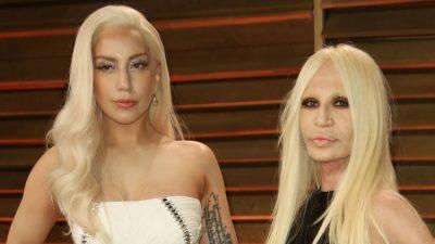 """""""LADY GAGA ËSHTË NJË PERSON PA VETËBESIM""""/ Donatella Versace """"sulmon"""" këngëtaren e famshme? (FOTO)"""