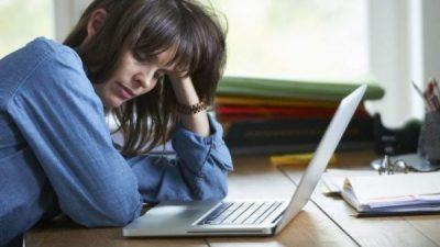 Këto janë 4 problemet shëndetësore që po ju shkaktojnë dobësi dhe plogështi