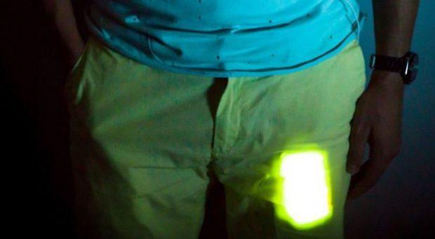 STUDIMI I FUNDIT/ Mbajtja e telefonit në xhep dëmton spermën tek meshkujt