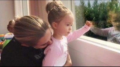 """""""MOS MË BEZDIS…""""/ Vajza e vogël e Miriamit dhe Albanit kërkon ta lënë në qetësinë e saj (FOTO)"""