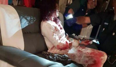 E TMERRSHME/ Nxënësja del para sulmuesit me thikë për të shpëtuar nënën e saj