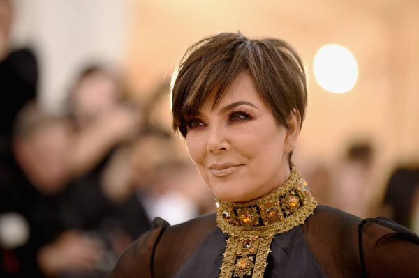 """KRIS JENNER NDRYSHON """"LOOK""""/ Shihni ngjashmërinë e frikshme me Kim Kardashian (FOTO)"""