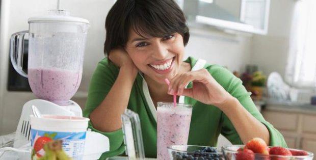 NËSE LODHJA JU BËN TË MBYLLENI NË SHTËPI/ Këto ushqime do t'ju ndihmojnë për të marrë pak energji