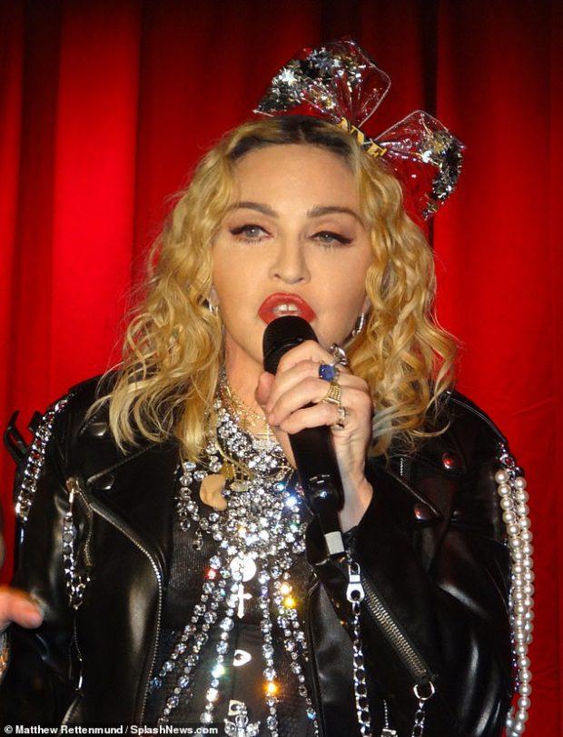 KA ZMADHUAR TË PASMET SI KIM? Madonna shokon fansat me ndryshimin e saj (FOTO)