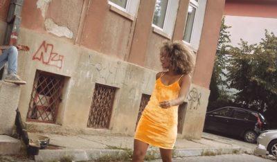 MORI PJESË NË VIDEOKLIPIN E KËNGËTARIT SHQIPTAR/ Vetëvritet modelja afrikano-serbe, shkaku mbetet mister