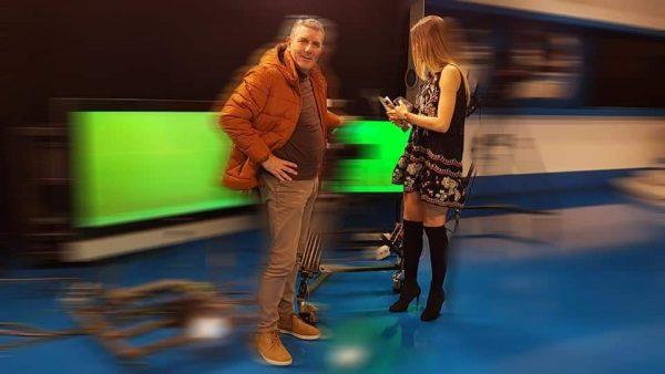 """TË GJITHË TË MBËRTHYER PAS EKRANIT/ Nis """"Netët e klipit shqiptar"""" me moderatoren e njohur (FOTO)"""