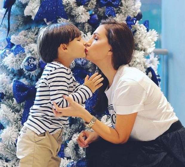 """""""E RREPTË DHE TOLERANTE""""/ Fjodora Fjora rrëfen marrëdhënien me djalin dhe vështirësitë e prindërimit (FOTO)"""