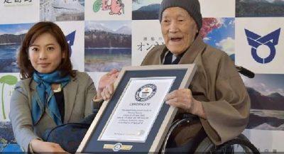 """MBANTE REKORDIN """"GUINESS""""/ Vdes në moshën 113 vjeçare njeriu më i moshuar në botë"""